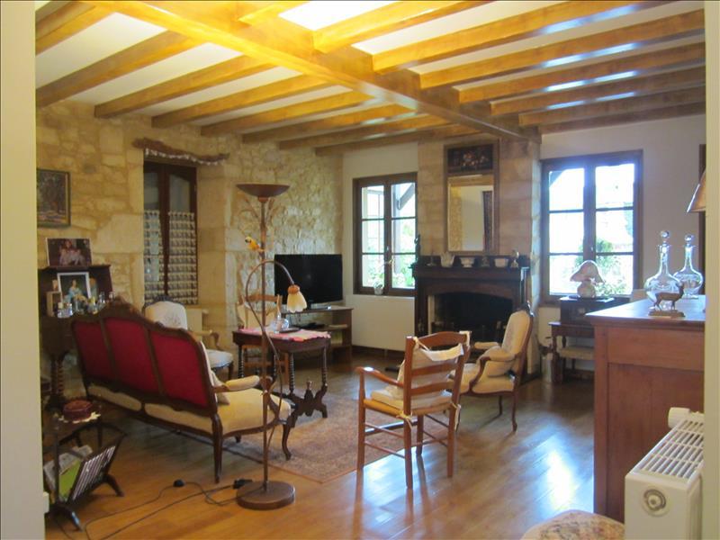Maison MONTIGNAC - 7 pièces  -   160 m²