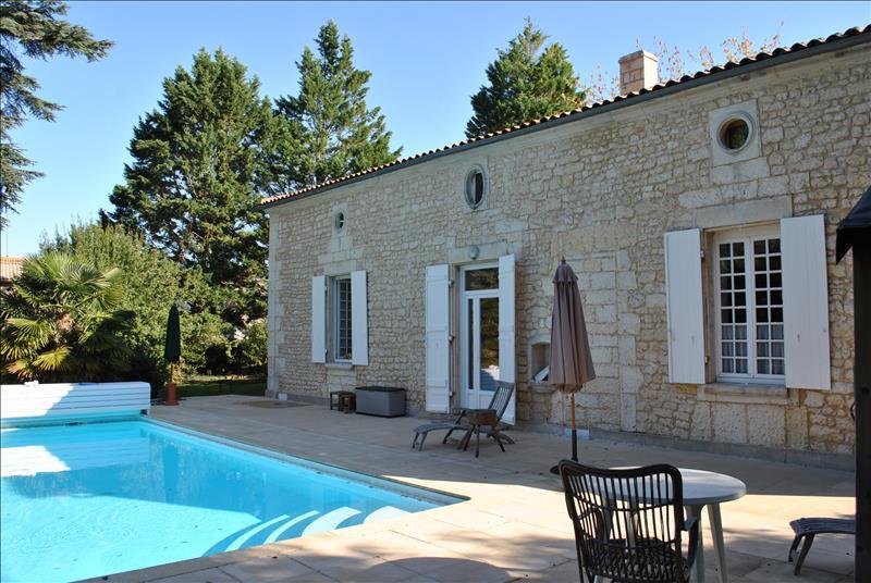 Vente maison jonzac 17500 9 pi ces 227 m 80 3697 for Maison jonzac