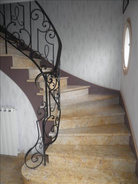 Maison ST PANTALEON DE LARCHE - 7 pièces  -   180 m²