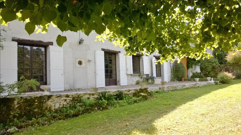 Maison ST MARTIAL DE VALETTE - 8 pièces  -   215 m²