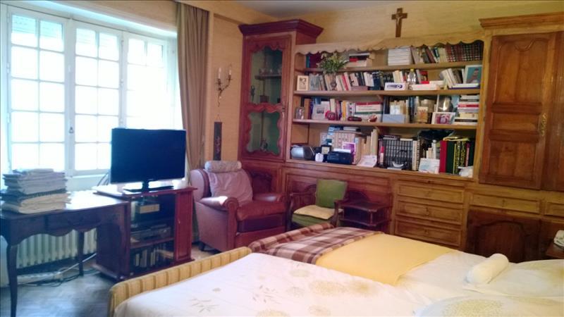 Maison NONTRON - 16 pièces  -   307 m²