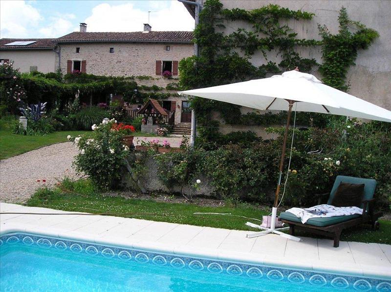 Maison CHAMPS ROMAIN - 7 pièces  -   238 m²