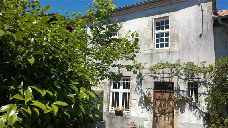 Maison BUSSEROLLES - 5 pièces  -   142 m²