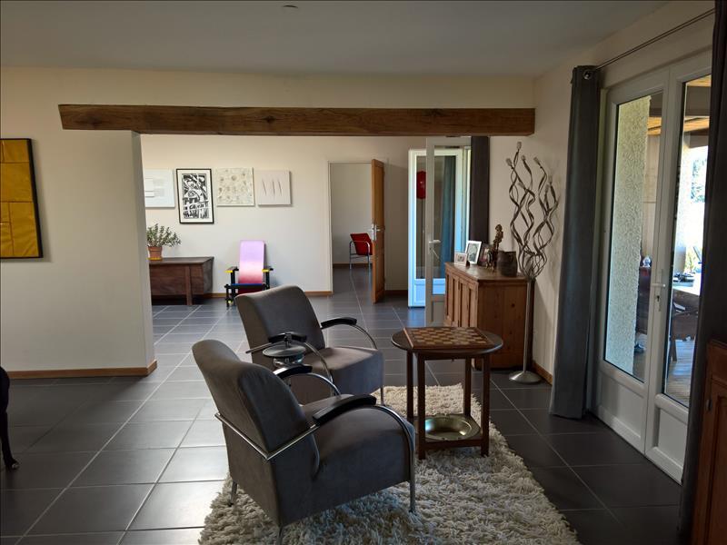 Maison SAVIGNAC DE NONTRON - 6 pièces  -   250 m²