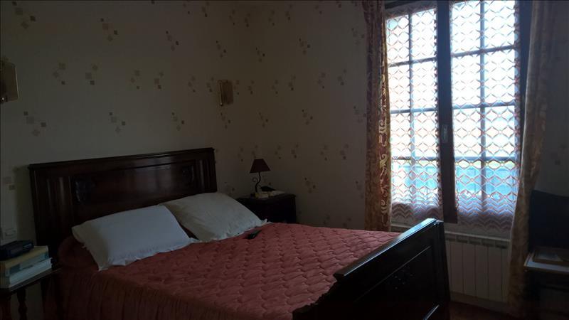 Maison SAINTES - 6 pièces  -   105 m²