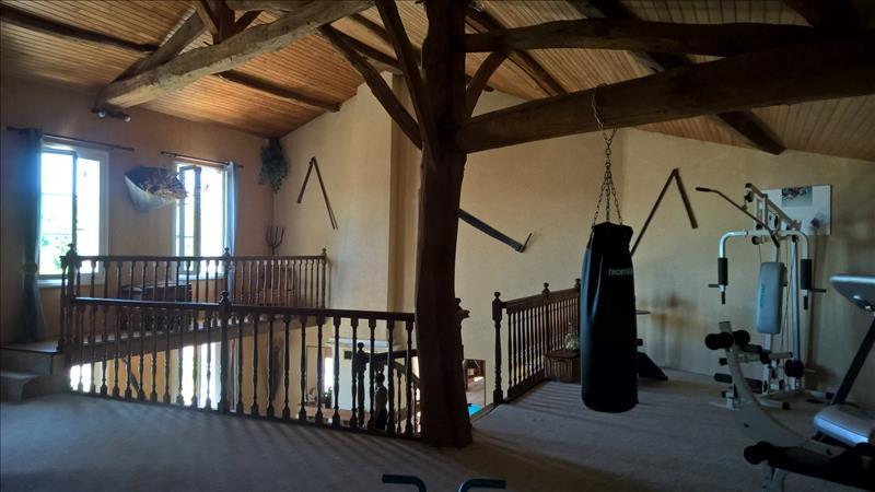 Maison ST SEVER DE SAINTONGE - 6 pièces  -   218 m²
