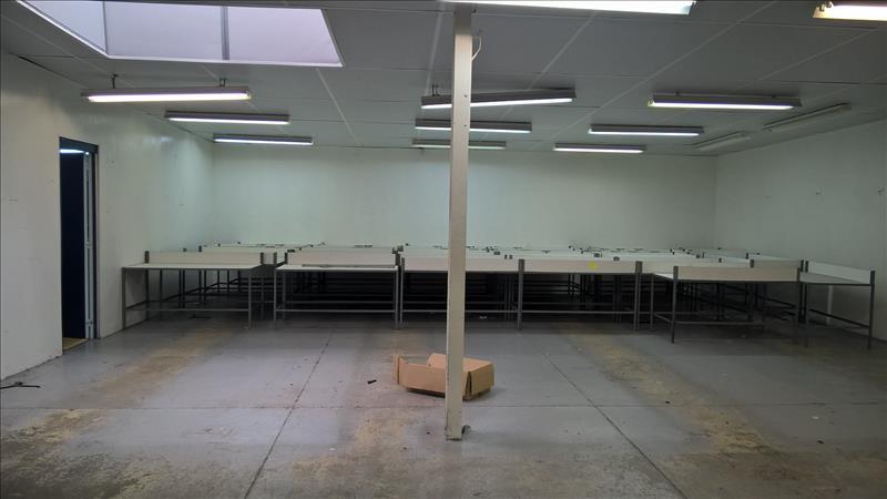 Local commercial    -   900 m² - SAINTES (17)